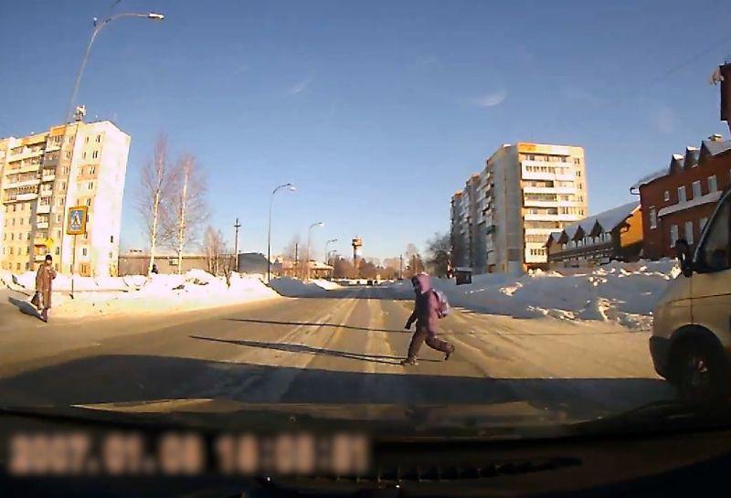 """В Кузбассе автолюбитель сбил ребенка на """"зебре"""" (видео)"""