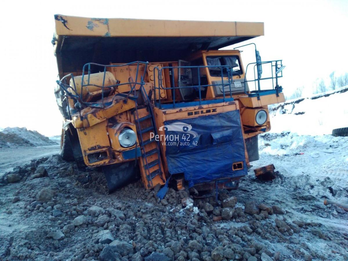 На угольном разрезе БелАЗ получил серьезные повреждения (фото)