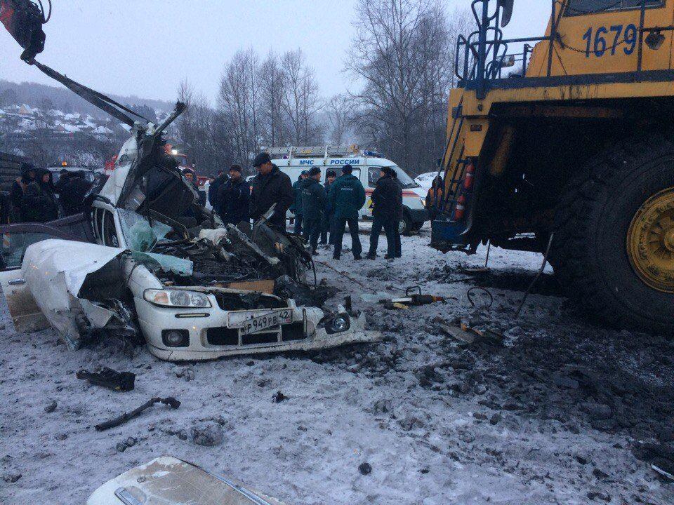 Жесткое ДТП в Новокузнецке: легковая иномарка залетела под БелАЗ