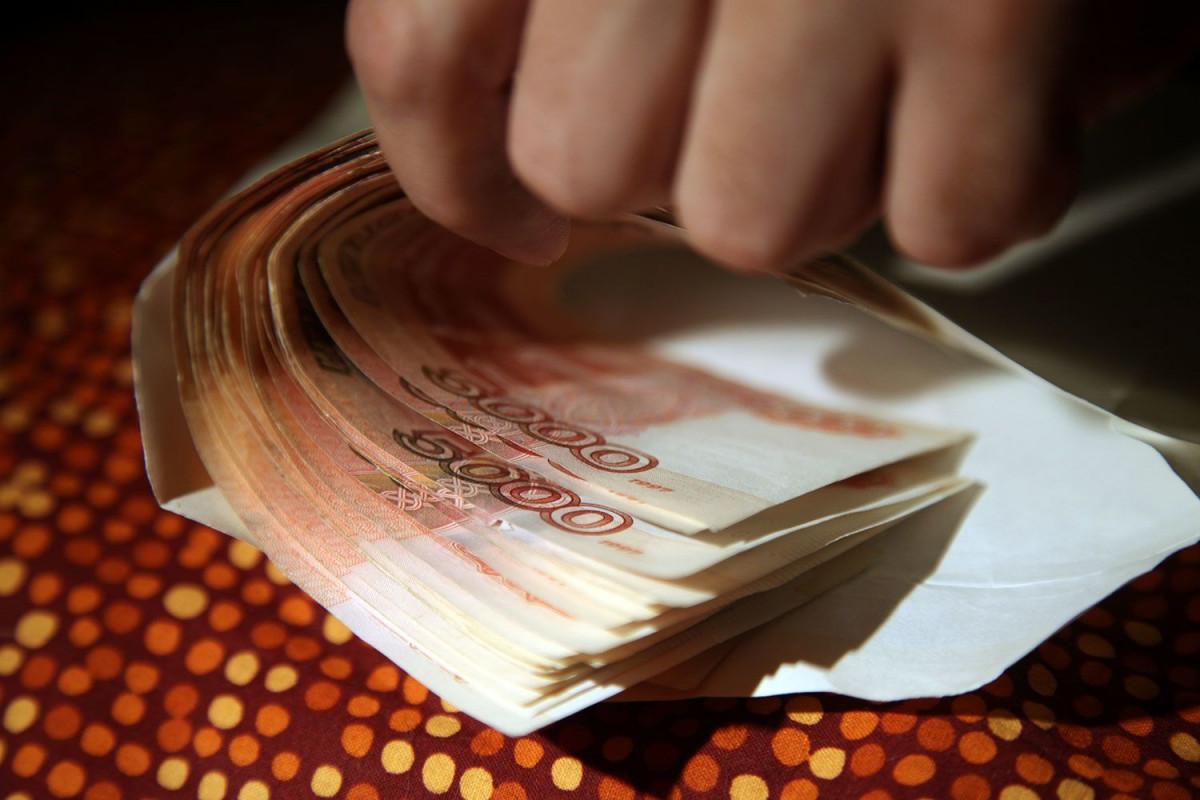 Кузбассовец заплатит огромный штраф за попытку дать взятку главе поселения