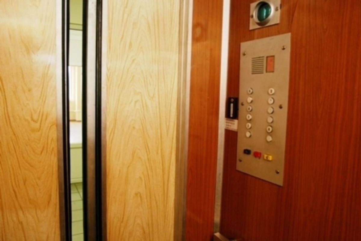 Кузбассовецы обсуждают происшествие с лифтом в жилом доме