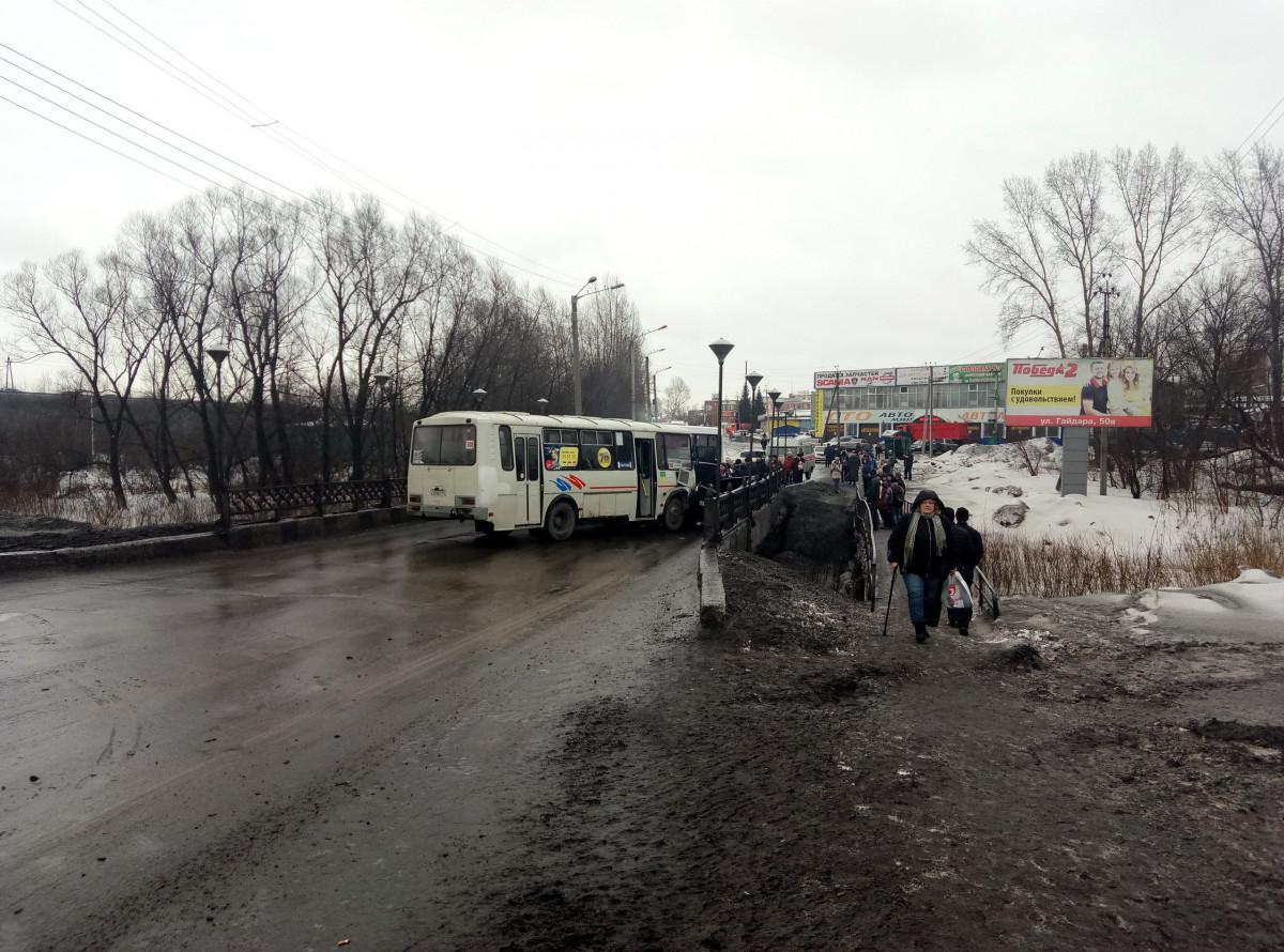 Прокопчане предупреждают, движение автотранспорта по городу в некоторых направлениях стоит из-за ДТП (фото, видео)