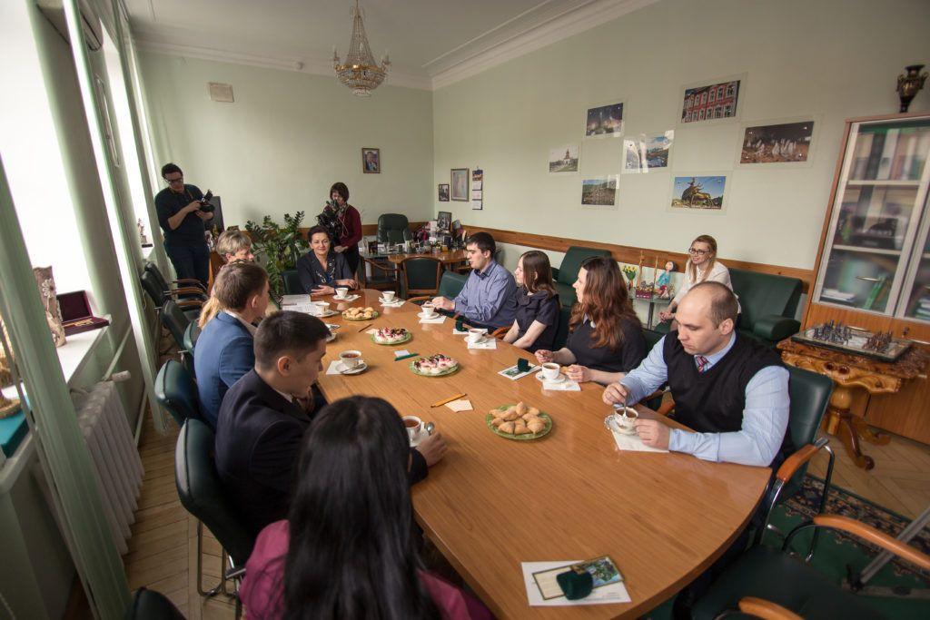 В Кузбассе студенческим семьям вручили единовременное пособие по случаю рождения ребенка