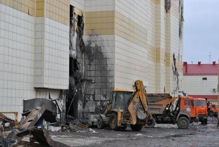 """ТРЦ """"Зимняя вишня"""" решено снести: собственники уцелевшей части здания, просят оставить его"""