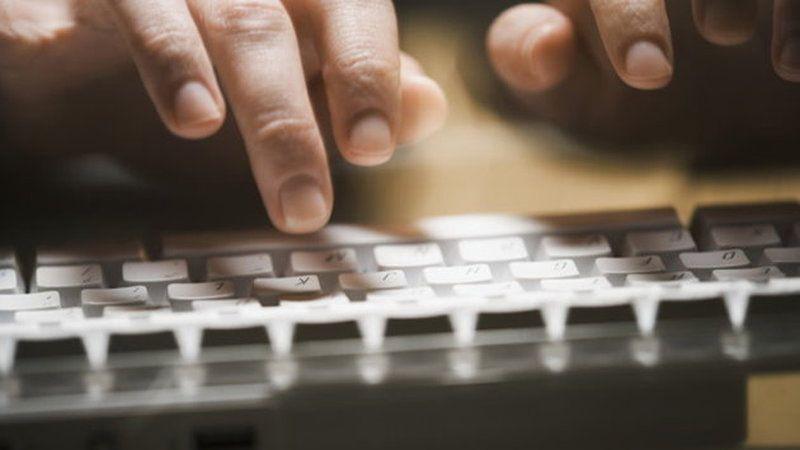 Депутаты Госдумы начали борьбу с фейками в соцсетях