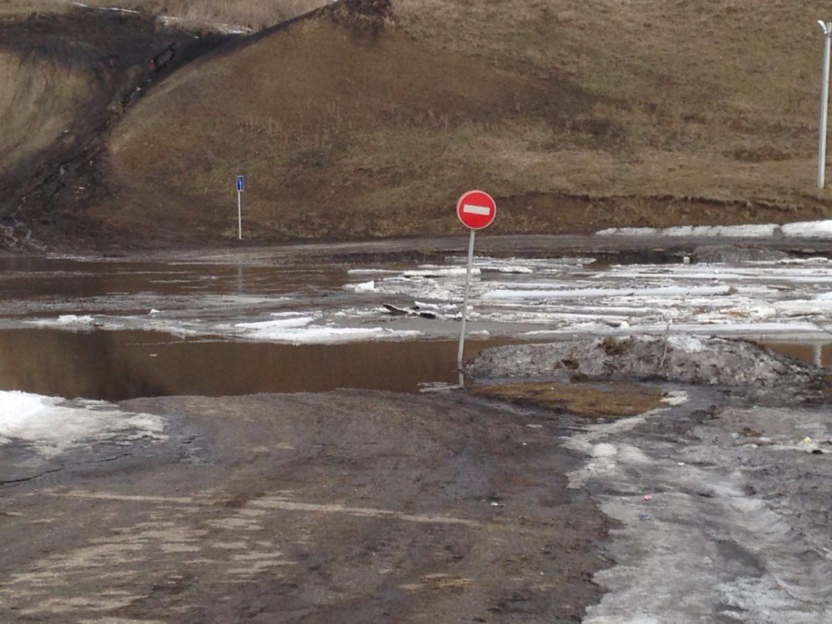 В Новокузнецком районе перекрыли дорогу для транспорта из-за разлива реки