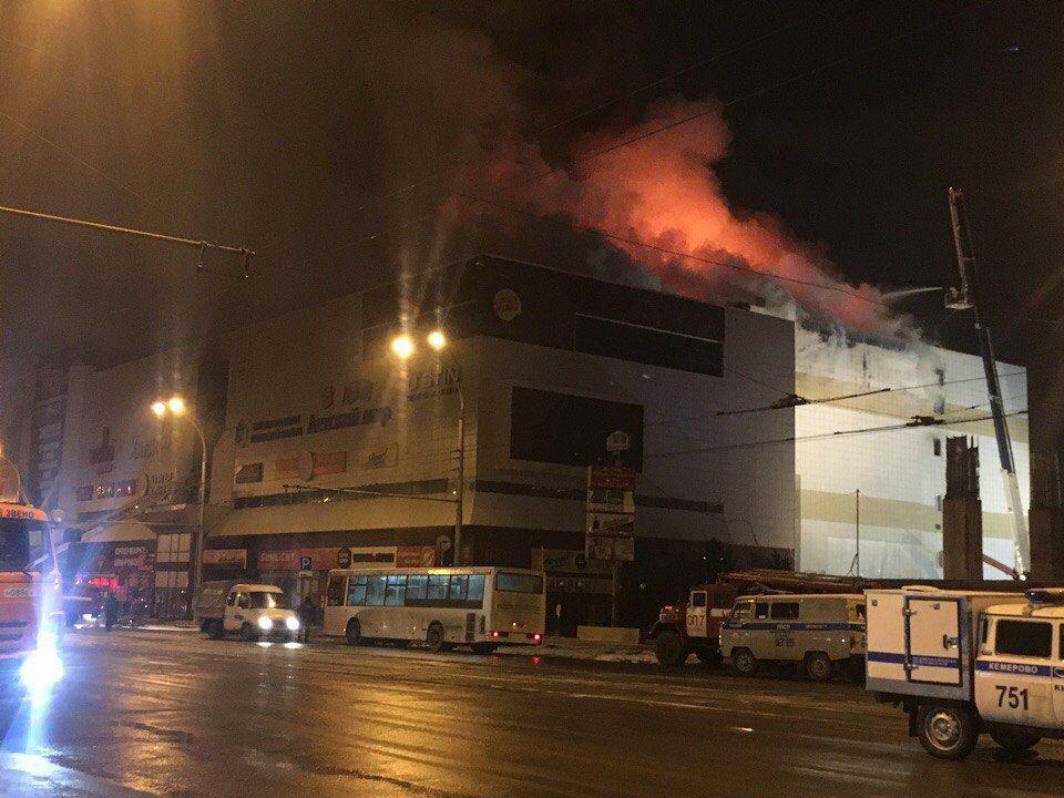 """СМИ: Эксперты рассказали, из-за чего произошел пожар в ТРЦ """"Зимняя вишня"""""""