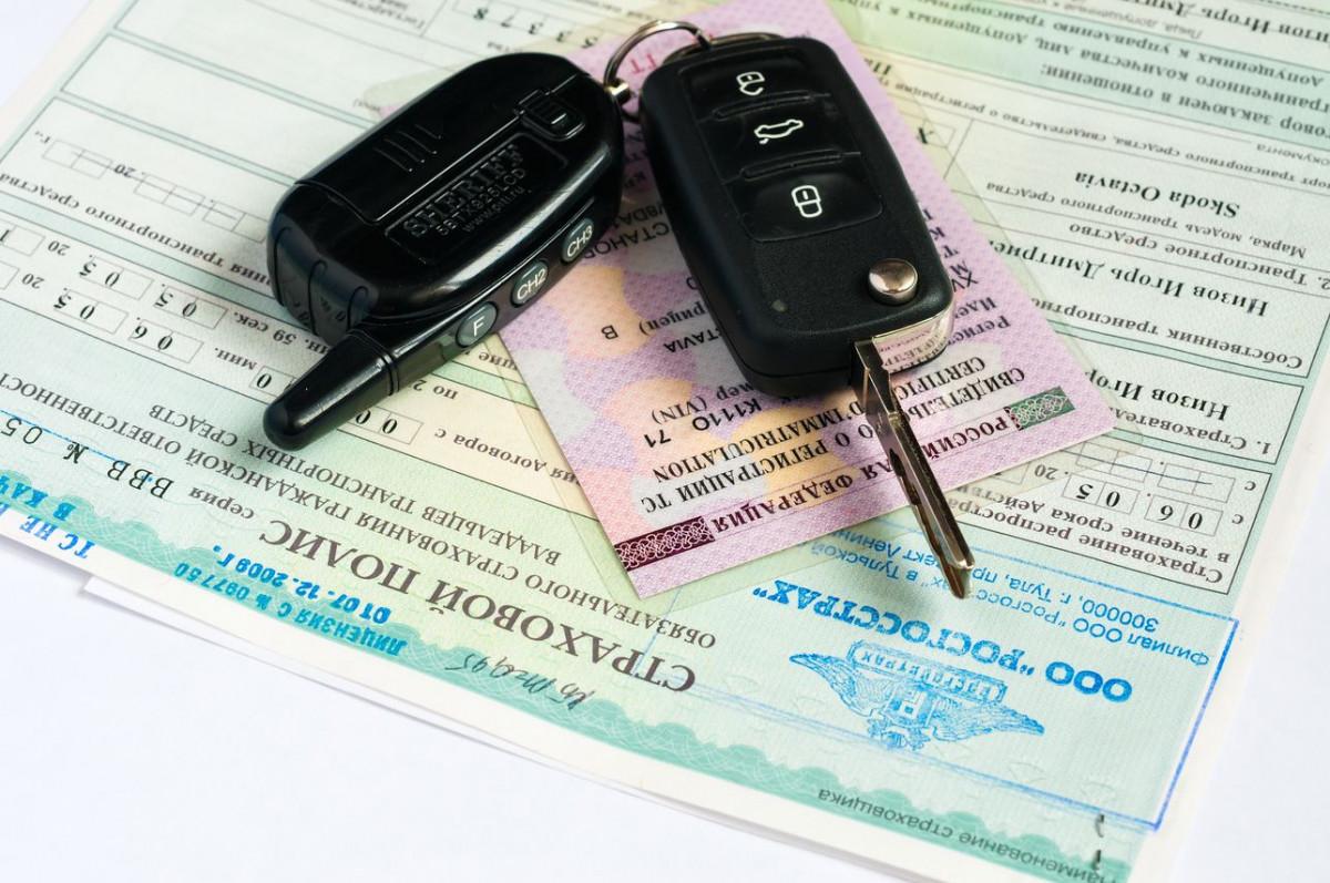 Разыгрывать номера для машин на аукционе и встраивать в них чипы предлагает ГИБДД