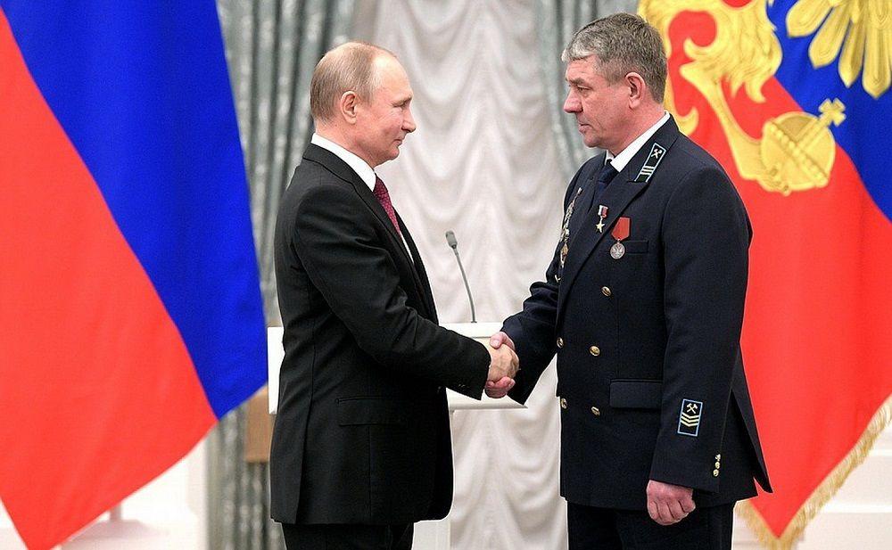 Владимир Путин вручил государственную награду шахтеру из Киселевска