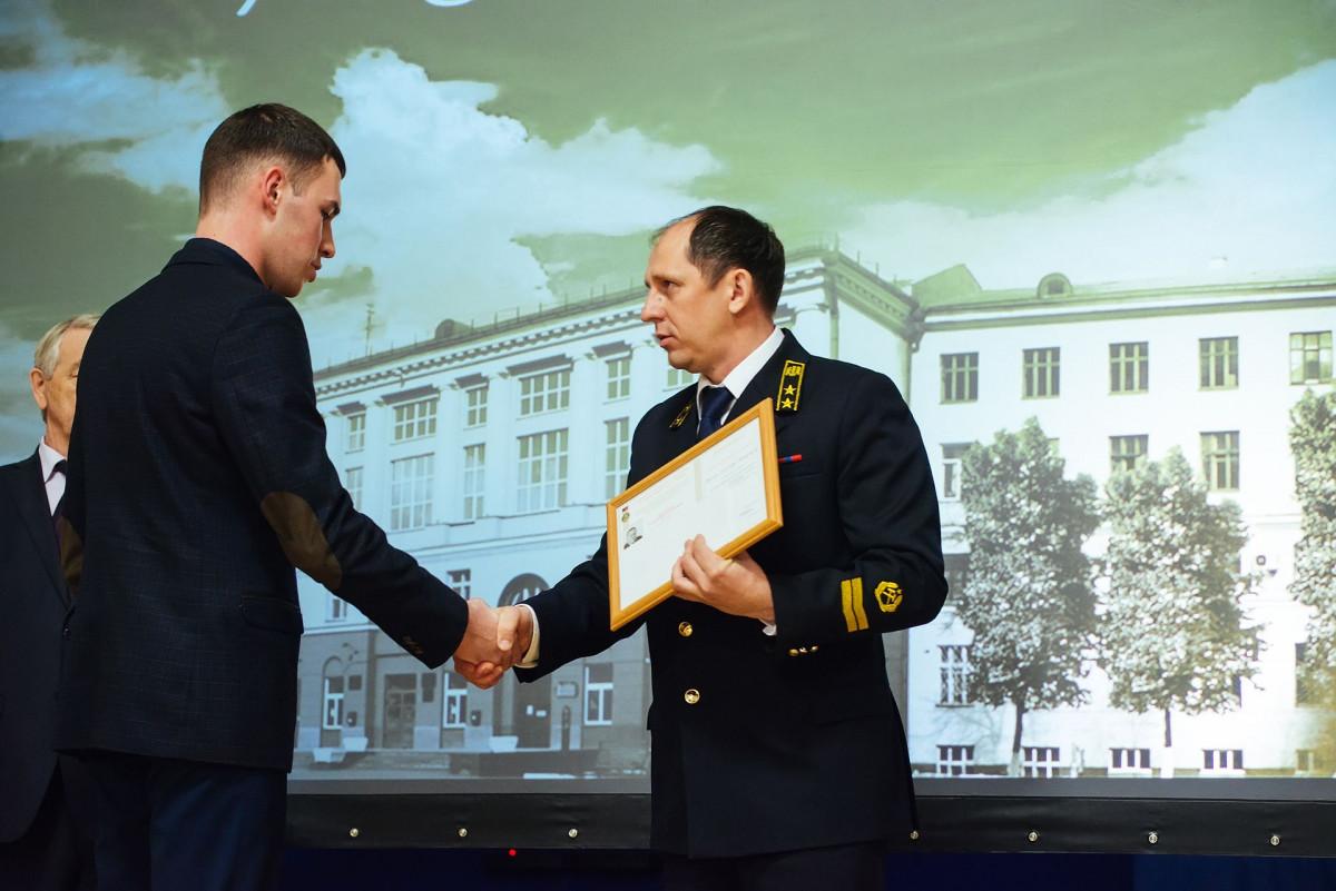 В Кузбассе лучшим студентам горных специальностей вручили именные стипендии