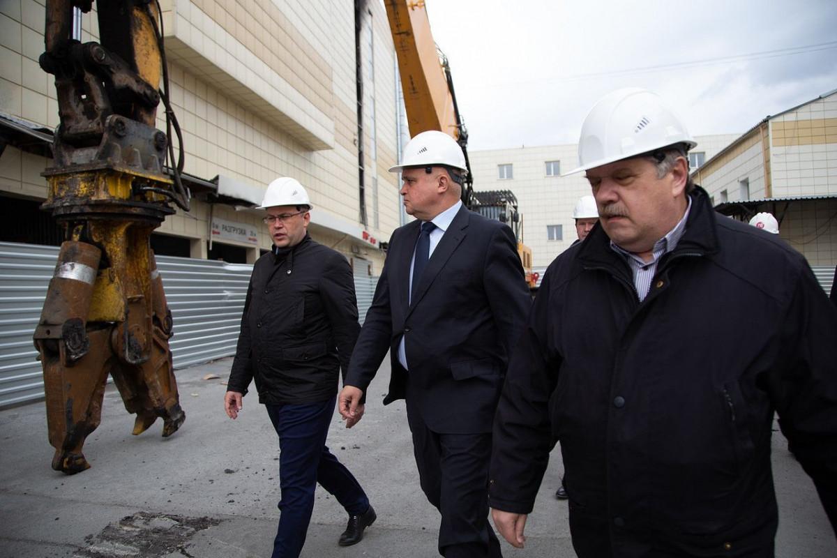 """В Кемерове начался демонтаж сгоревшего здания ТРЦ """"Зимняя вишня"""""""