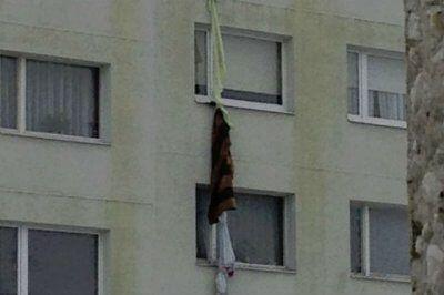 В Кузбассе травмировалась школьница, пытаясь ночью спуститься по веревке из вещей с пятого этажа