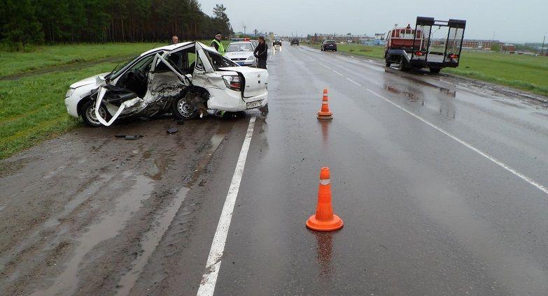 Один человек погиб, еще трое пострадали: в Кузбассе водитель без прав спровоцировал ДТП