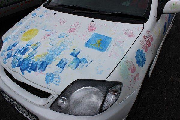 В Прокопьевске дошкольники разрисовали машины своих родителей