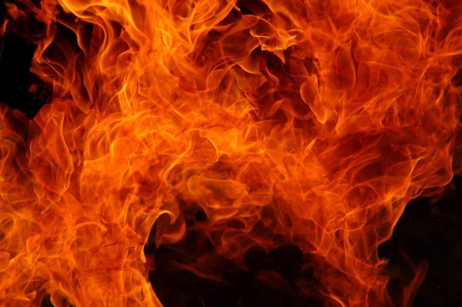ВКузбассе сгорели два легковых автомобиля