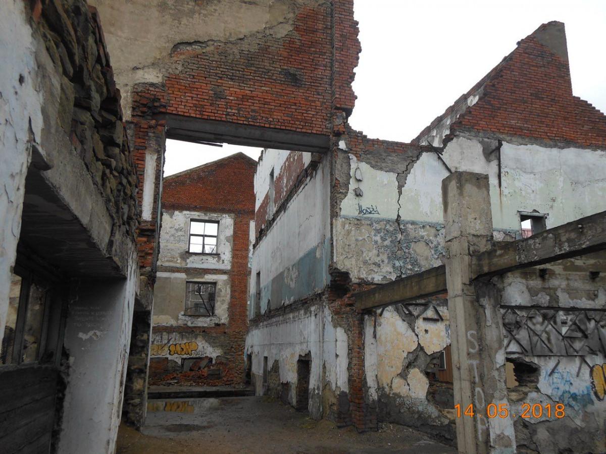 Прокопчане просят снести опасные развалины