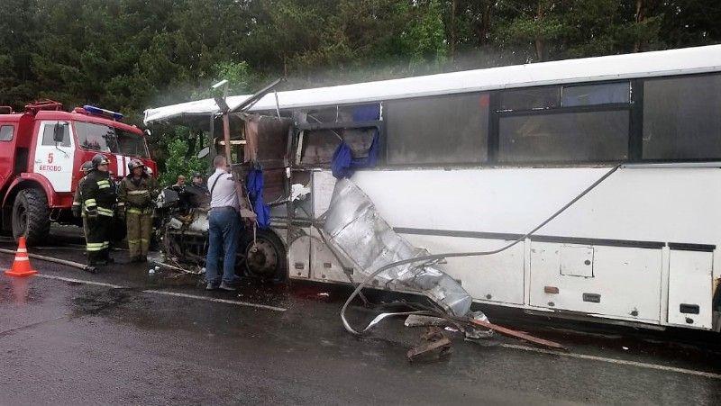 На трассе «Белово – Коновалово – Прокопьевск» столкнулись пассажирский автобус и КамАЗ