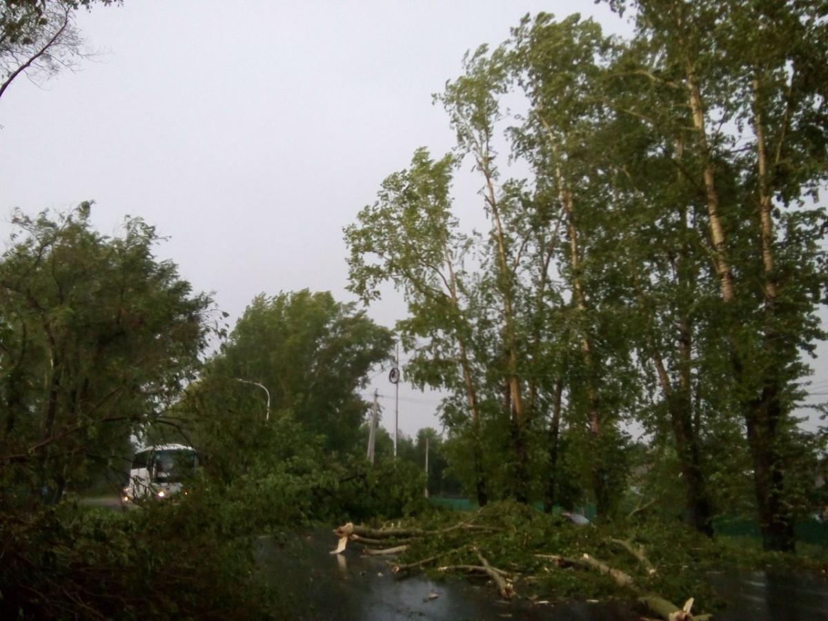 В Прокопьевске во время непогоды автобус с пассажирами попал в ловушку