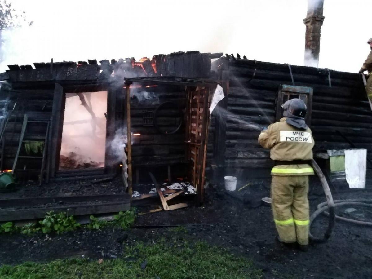 В Прокопьевске произошел серьезный пожар: сотрудники МЧС спасли человека