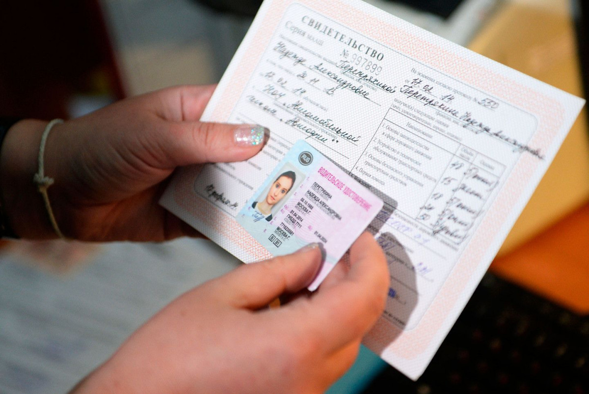 Владимир Путин утвердил повышение пошлин за загранпаспорт и водительские права