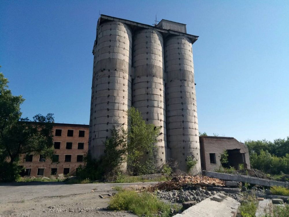 В Прокопьевске подросток забрался на 30-метровое строение, а спуститься самостоятельно не смог