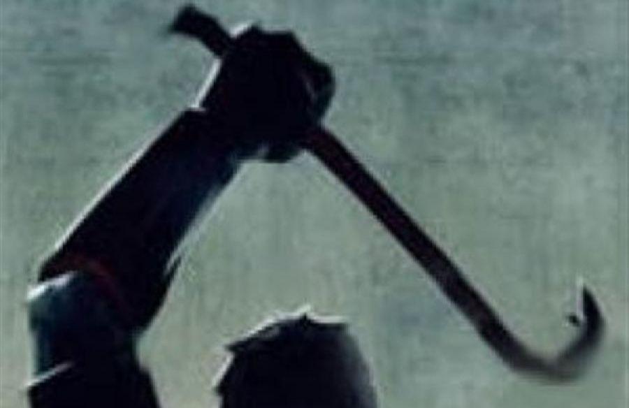 Кузбассовец обиделся на бывшую тещу и повредил ей машину ломом