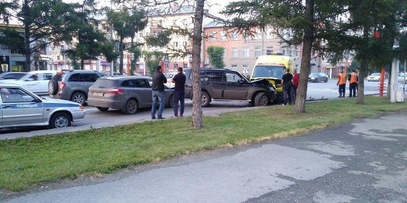 В Кузбассе произошло тройное ДТП с участием реанимобиля