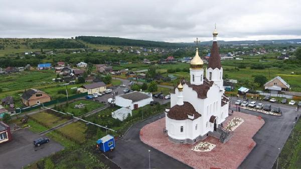 В Прокопьевском районе освятили новый православных храм