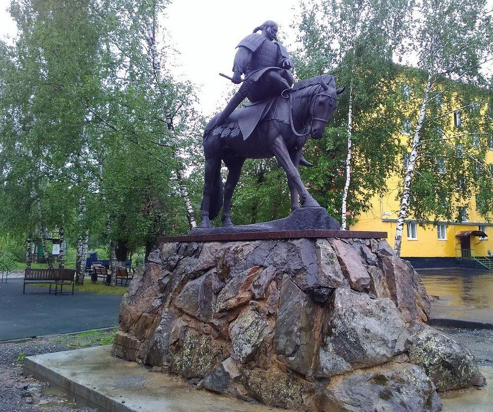 Новая достопримечательность: легендарный богатырь-прародитель шорцев появился в Кузбассе к Дню шахтера