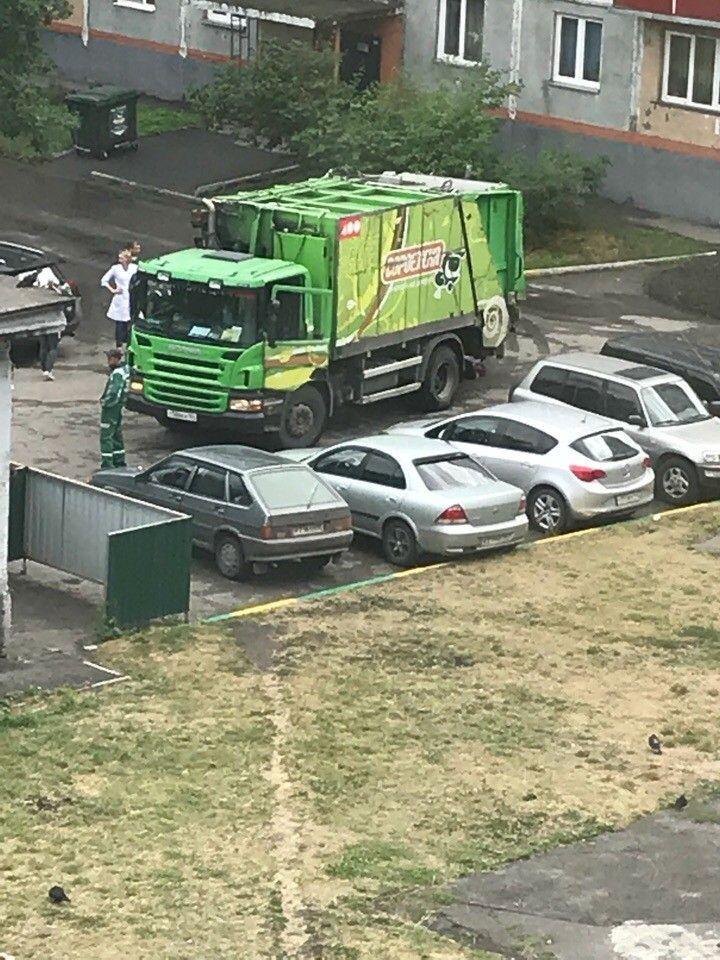 В Кузбассе мусоровоз сбил насмерть пенсионерку