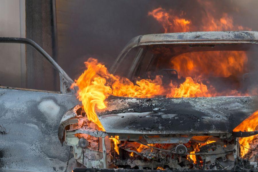 Жительница Кузбасса из мести сожгла машину работодателя