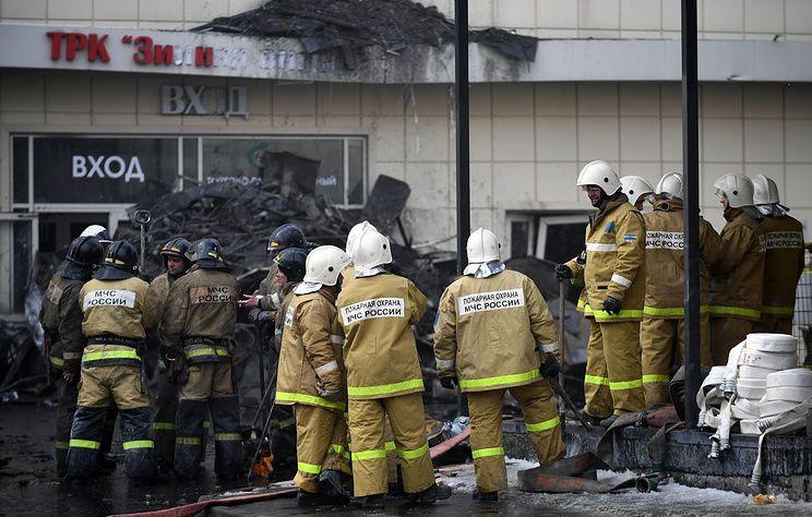 """СМИ: Эксперты объяснили, почему пожарные не смогли спасти людей при пожаре в ТРЦ """"Зимняя вишня"""""""
