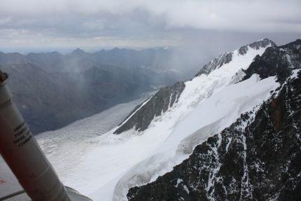 Началась операция по спасению туристов, терпящих бедствие в горах Алтая