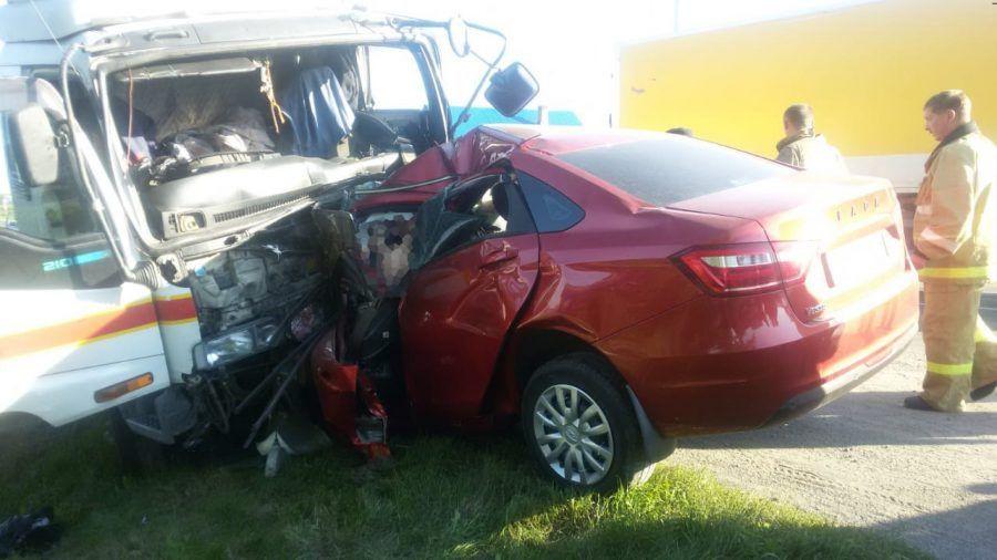 Смертельное ДТП в Кузбассе: столкнулись грузовик и легковушка