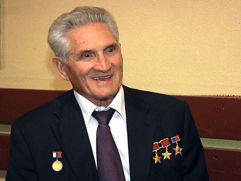 В Прокопьевск на празднование Дня Шахтера прибыл прославленный космонавт