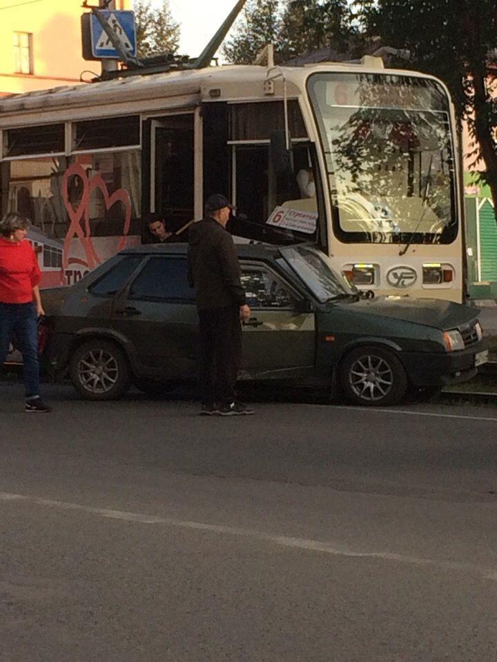 ДТП в Прокопьевске: столкнулись трамвай и легковушка