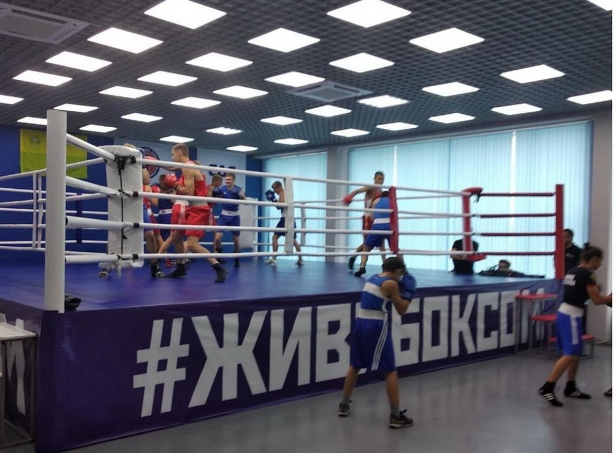 В Прокопьевске Сергей Цивилев побывал в центре бокса имени Юрия Арбачакова