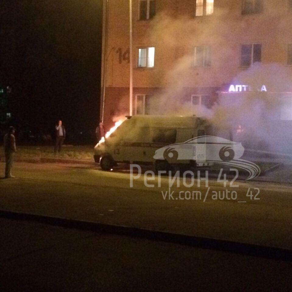 """В Кузбассе загорелся автомобиль """"скорой помощи"""""""