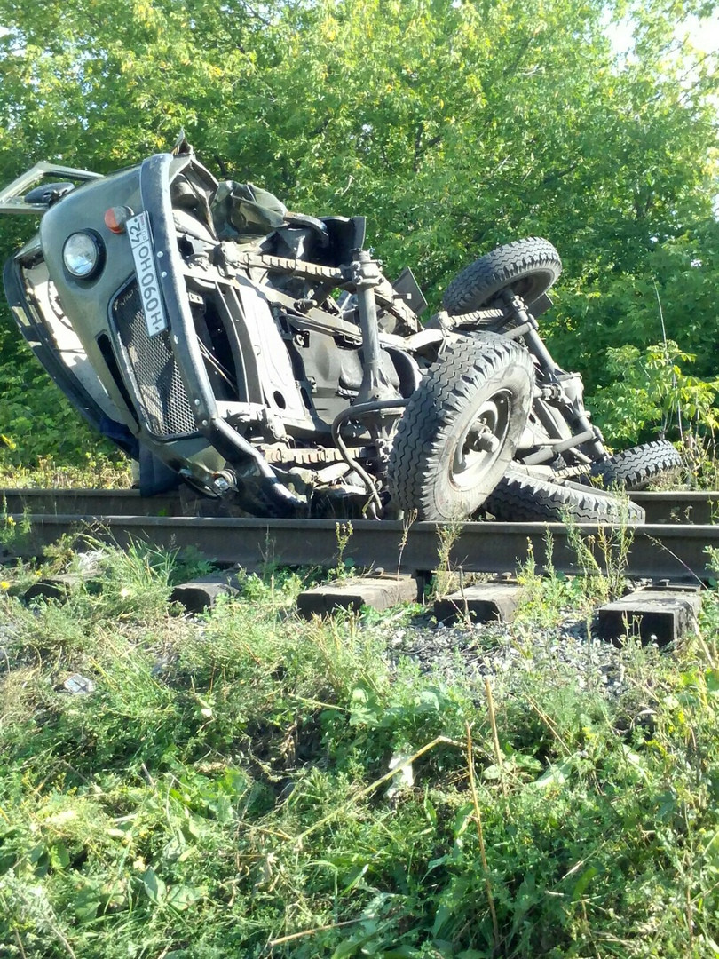 В Прокопьевске при столкновении тепловоза с автомобилем погибли два человека