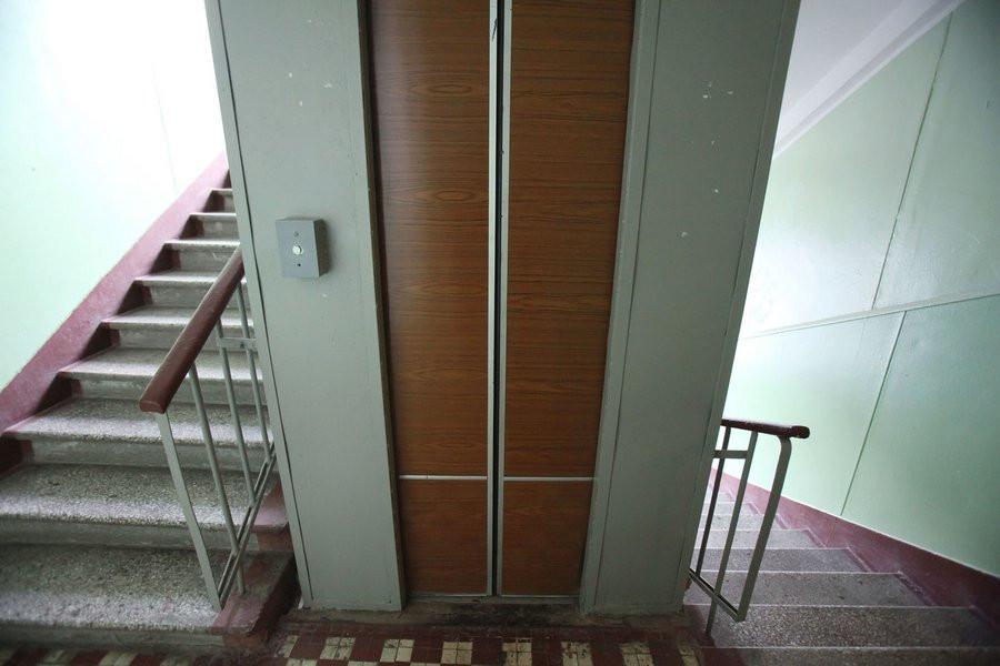 В лифт с незнакомцами не входите! В Прокопьевске злоумышленник ограбил горожанина