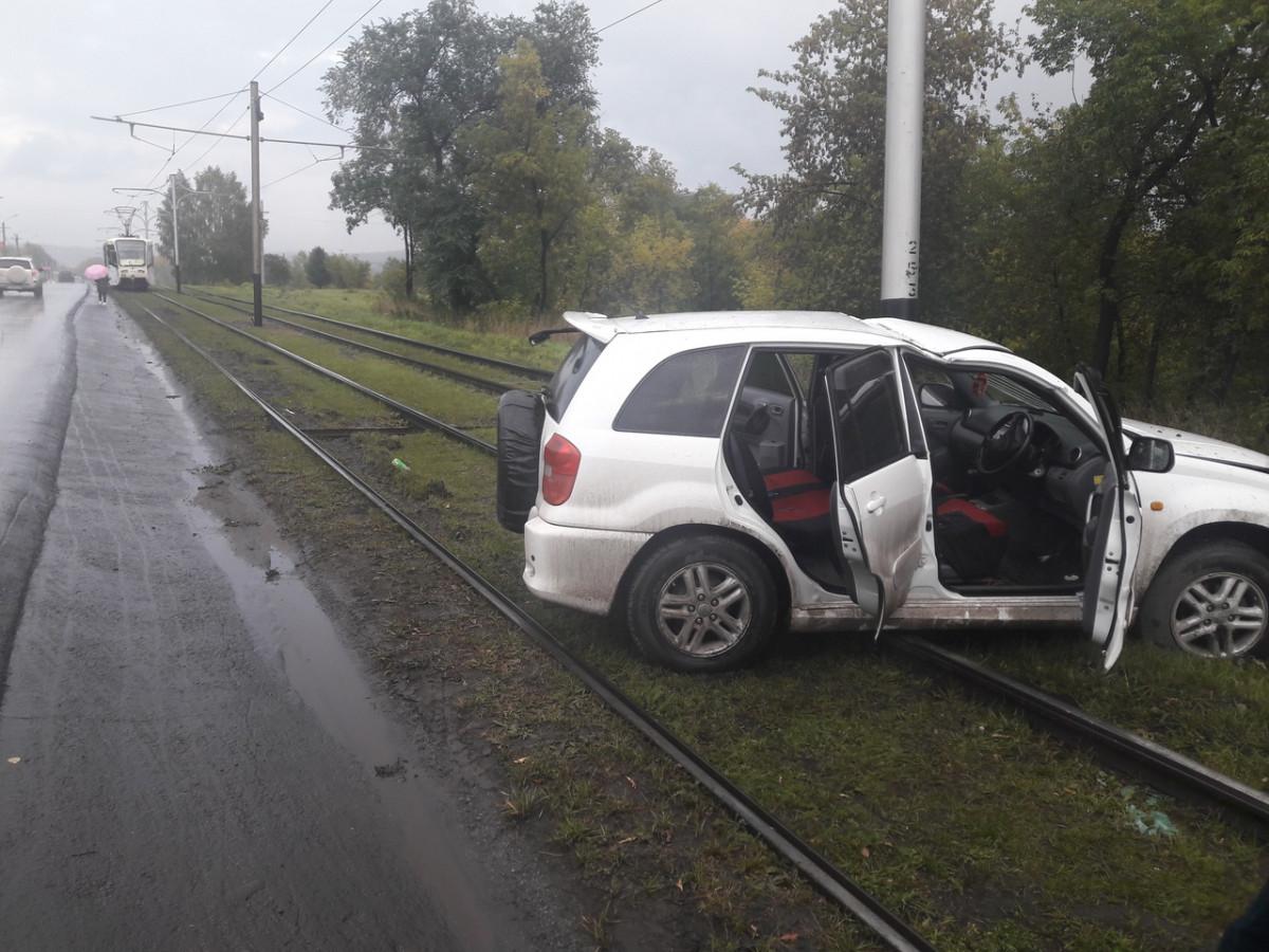 ДТП в Прокопьевске: иномарка вылетела на трамвайные пути
