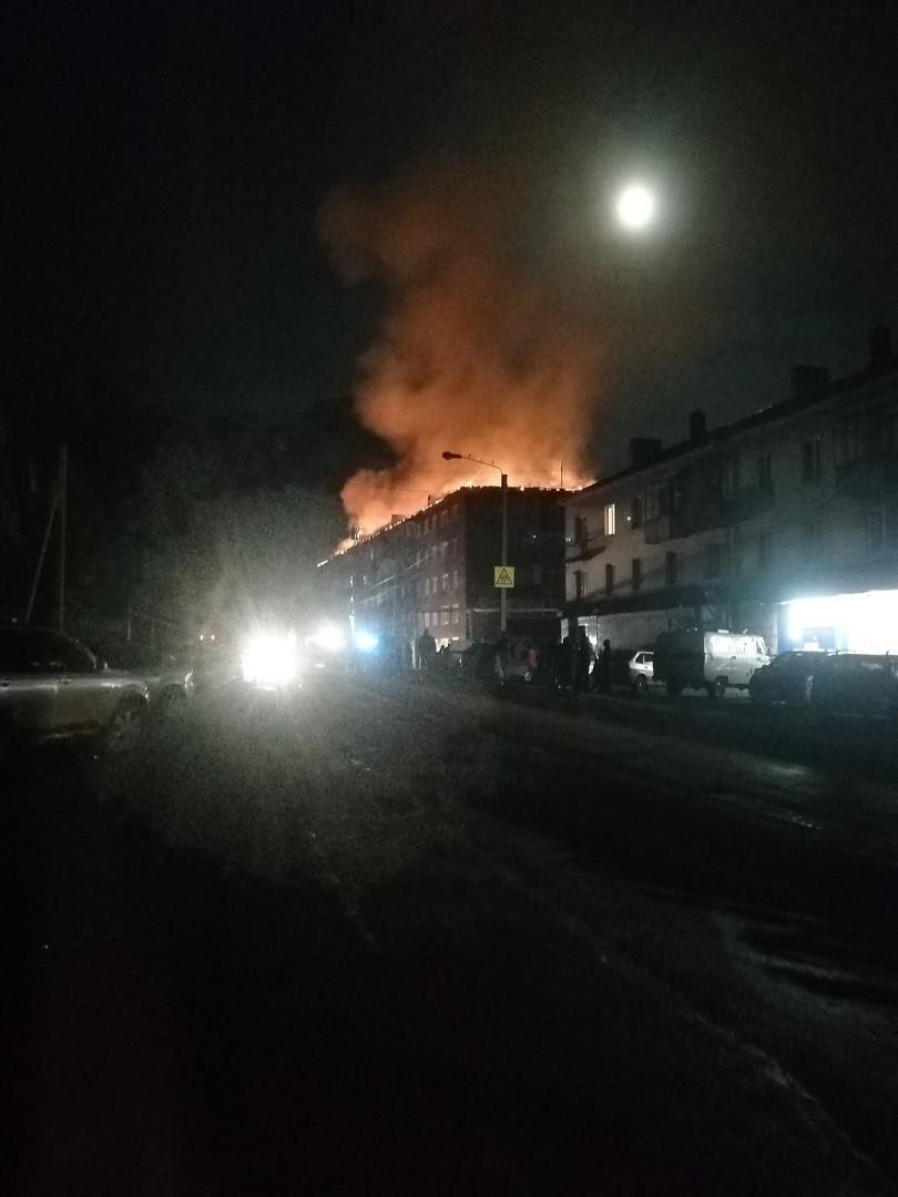 В Прокопьевске сгоревшую крышу многоквартирного дома восстановит управляющая компания