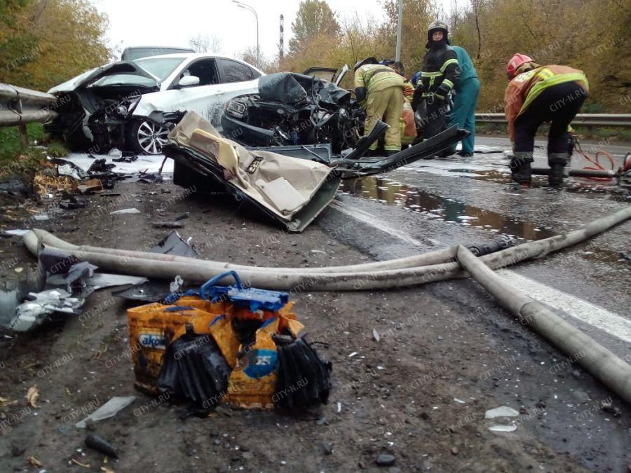 Жесткое ДТП в Новокузнецке: столкнулись три легковушки и автобус