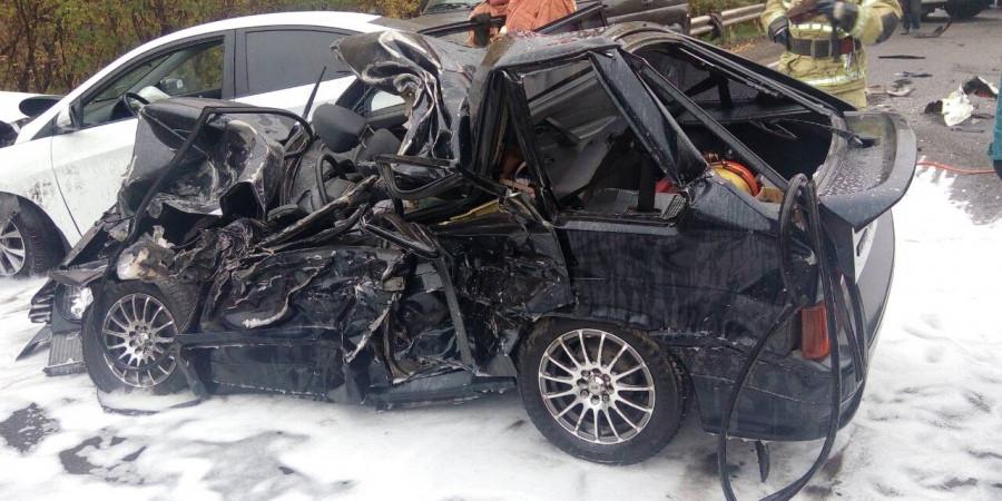 В Новокузнецке при столкновении трех легковушек и автобуса 1 человек погиб, еще 5 - пострадали