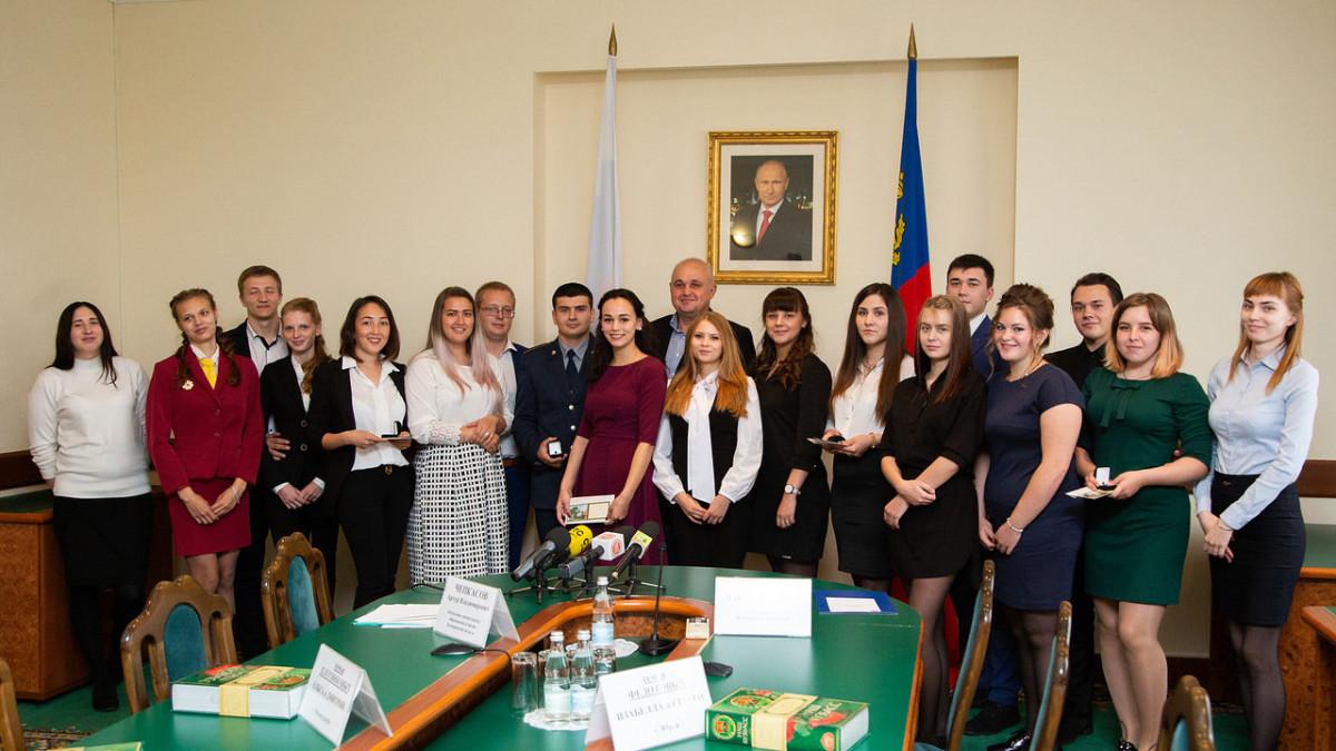 Сергей Цивилев вручил единовременную помощь студенческим семьям Кузбасса в честь рождения детей
