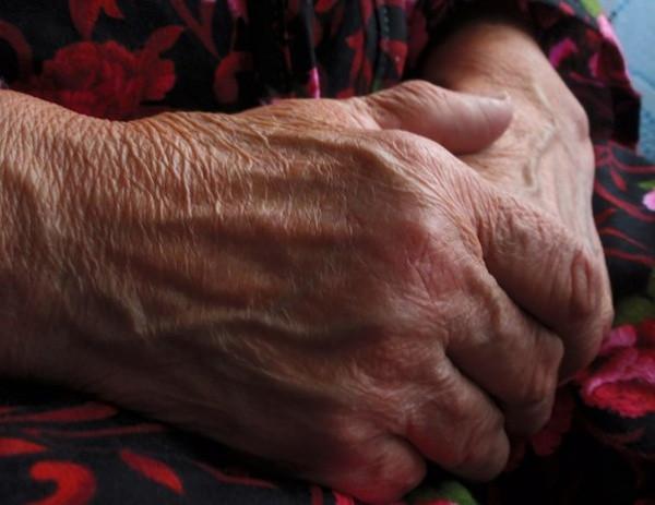 Новокузнецкая пенсионерка отдала первой встречной 120 тысяч рублей и золотые украшения