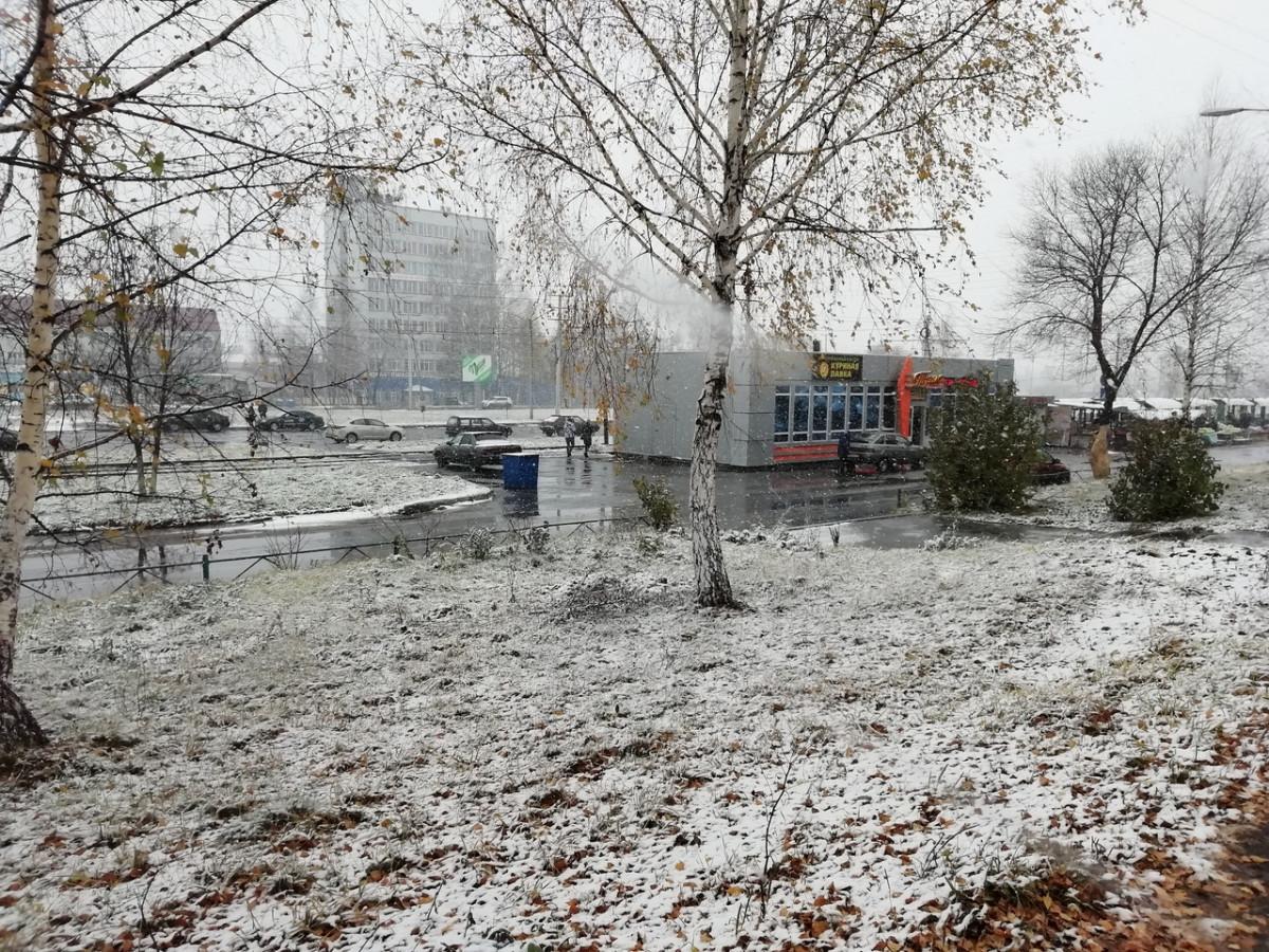 В Прокопьевске выпал снег: синоптики предупреждают об ухудшении метеоусловий
