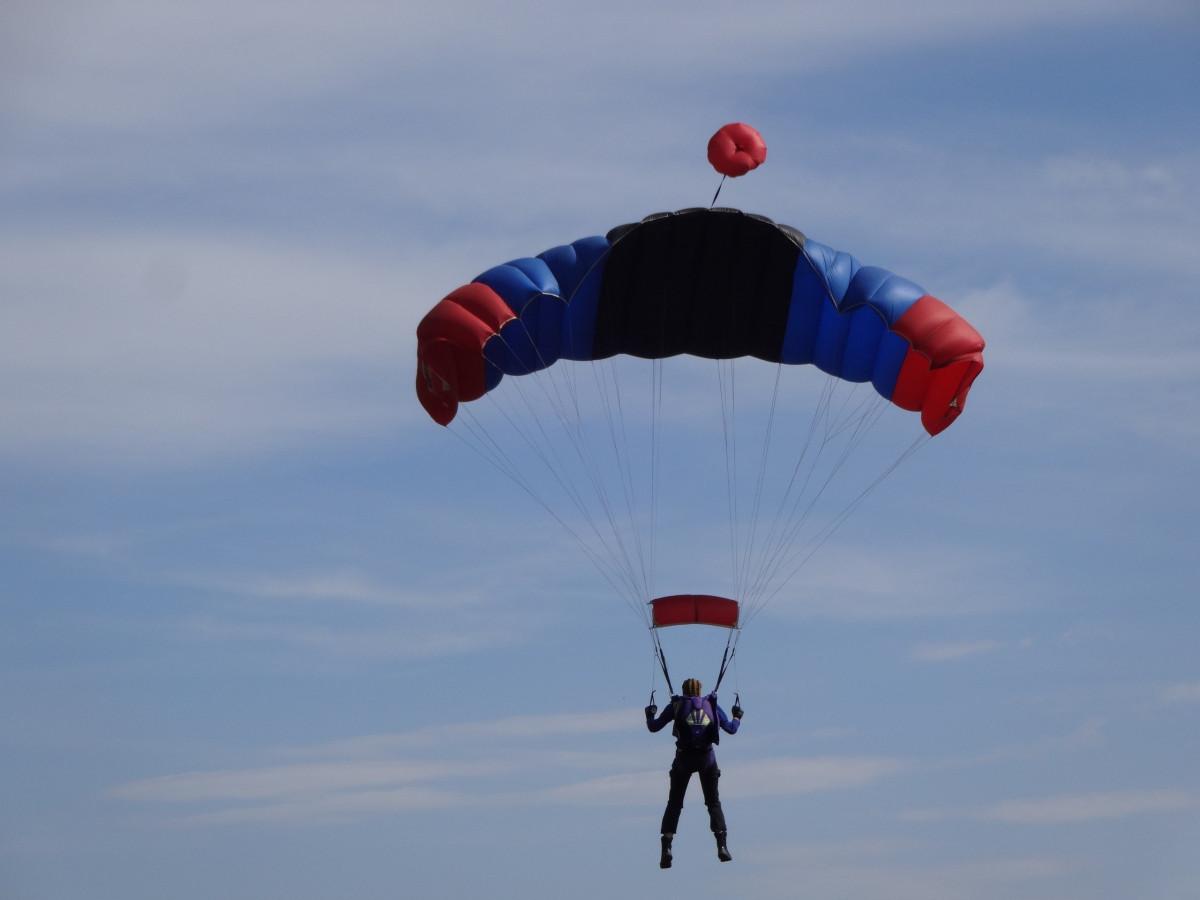 В Кузбассе появится школа парашютного мастерства
