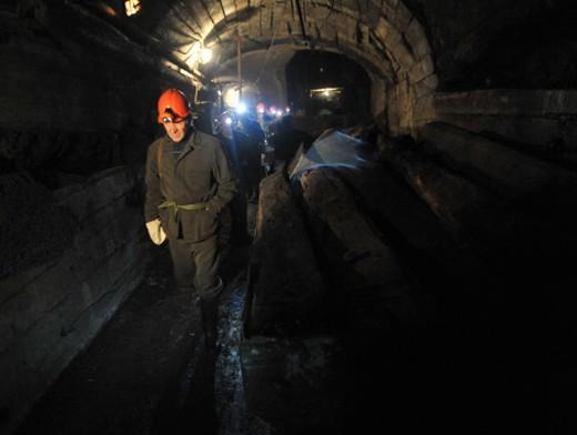 В Кузбассе ночью из шахты экстренно эвакуировали 109 горняков