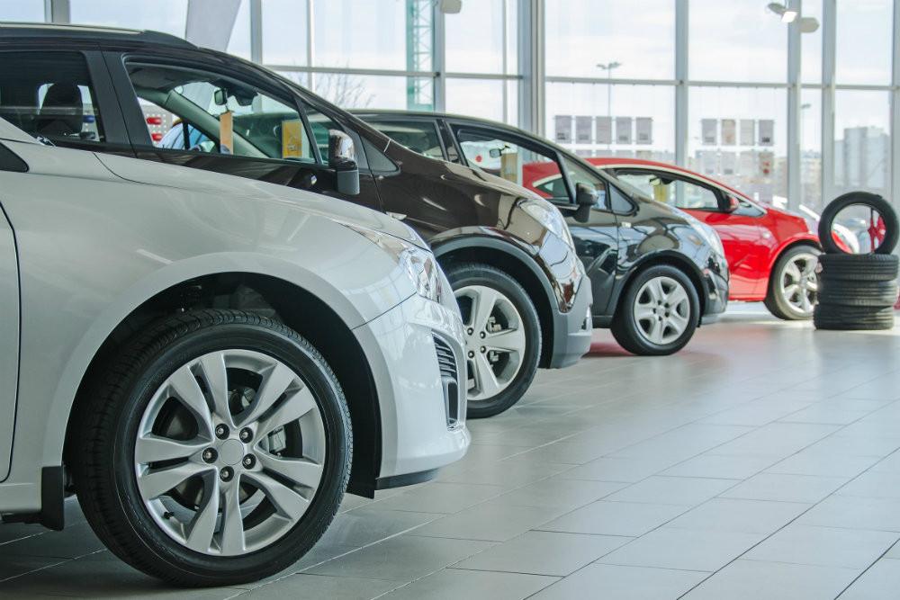 В России 26 компаний изменили цены на автомобили